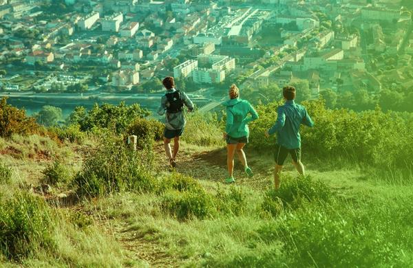 Iščete tekaški copat, s katerim boste lahko tekli po vseh terenih?