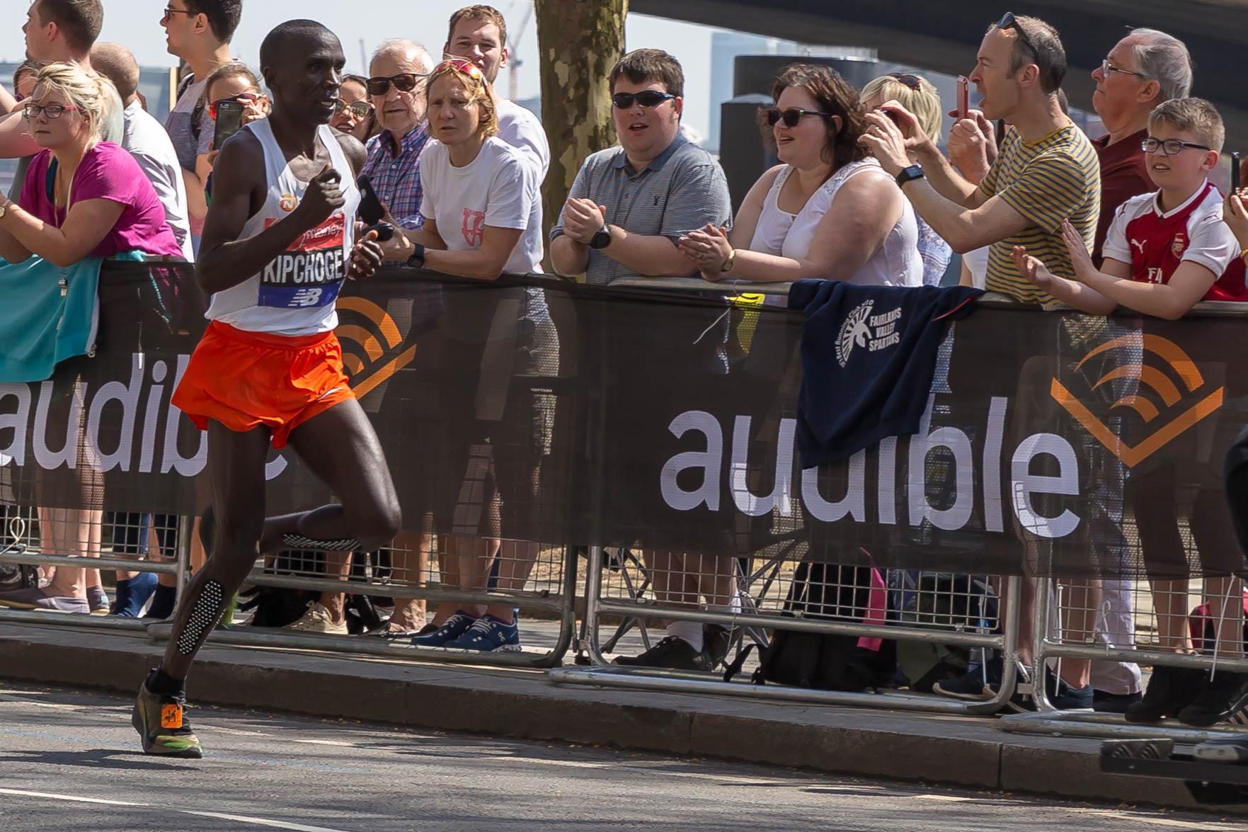 Kipchoge v velikem slogu do svetovnega rekorda v maratonu