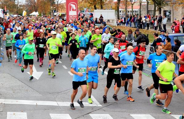 14. Tekaškega pozdrava jeseni na Krasu se je udeležilo več kot 500 tekačev