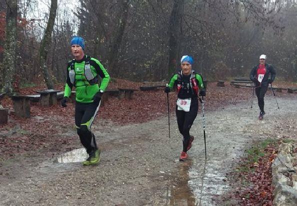Na 4. Trail Rašica teku je blatu in dežju kljubovalo 200 tekačev in tekačic