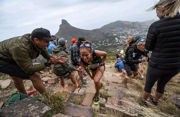 Na Ultra Trail Cape Town (UTCT) z zahtevnim terenom in lepimi razgledi skoraj 1500 tekmovalcev