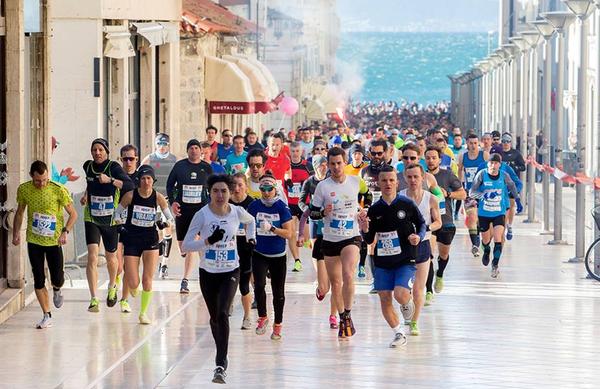 Vetrovni Split Half Marathon obiskalo ogromno število tekačev iz 40-ih držav; uspešni tudi Slovenci
