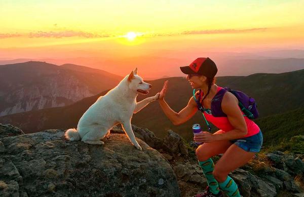 Trail tekačica vse tekaške podvige premaguje v družbi svojega psa