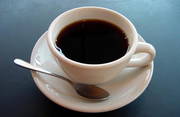 Je lahko uživanje kofeina pred in med vadbo nevarno?
