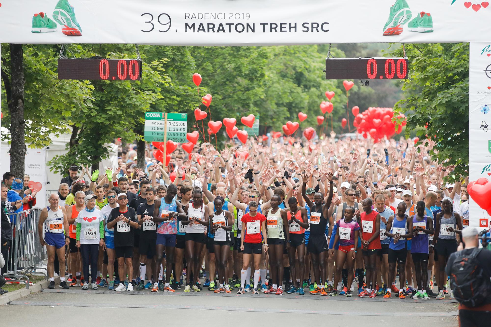 V cilju slavilo skoraj 7000 tekačev in pohodnikov