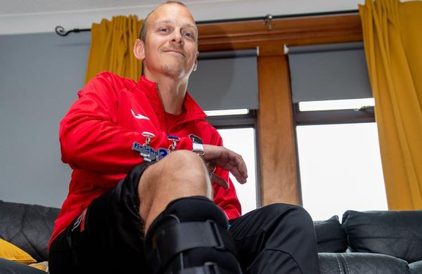 Z zlomljeno nogo je pretekel maraton
