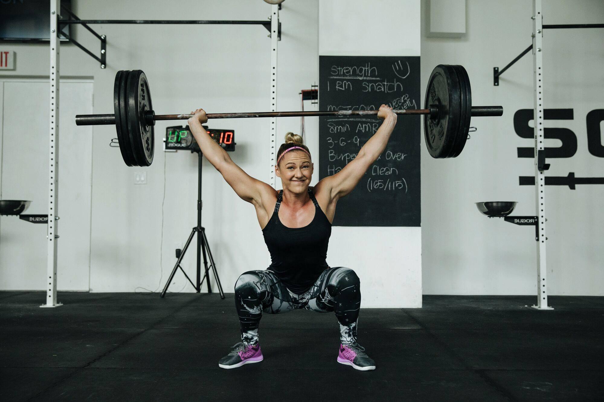 Vam lahko dvigovanje uteži pomaga pri izgubi odvečne teže?