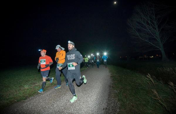 Na ultratekaškem izzivu 100 ob Mrzli reki množica tekačev z mednarodno udeležbo iz 6 držav