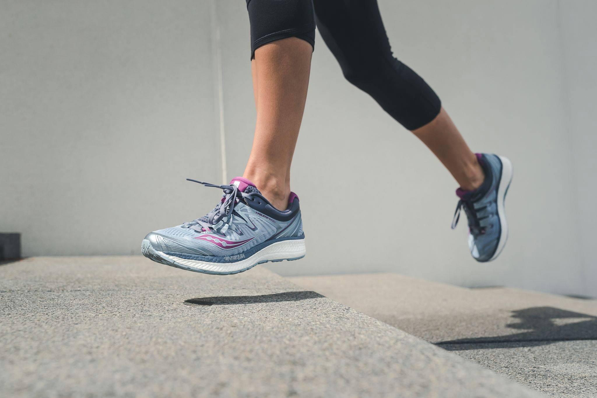 Zakaj tekačem zatekajo stopala?