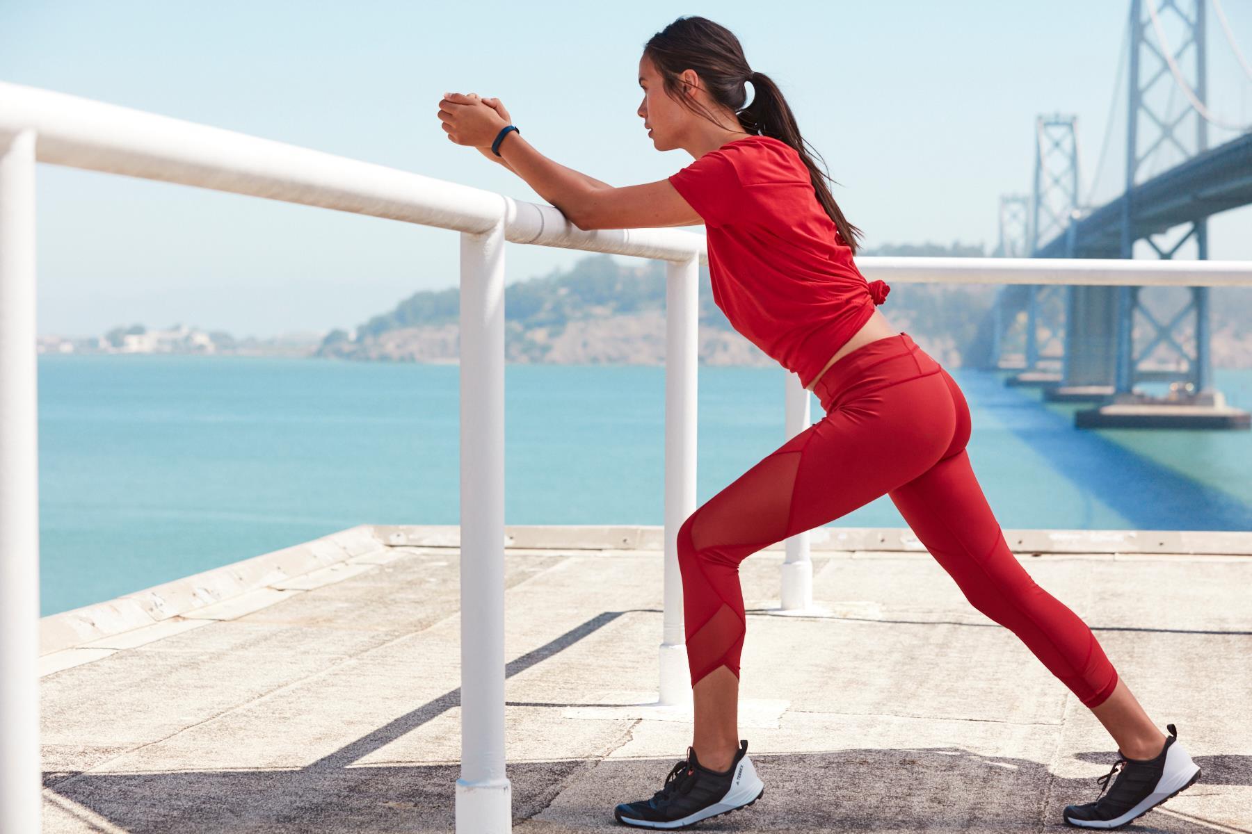 5 hitrih in učinkovitih vaj z lastno težo za učvrstitev zadnjice