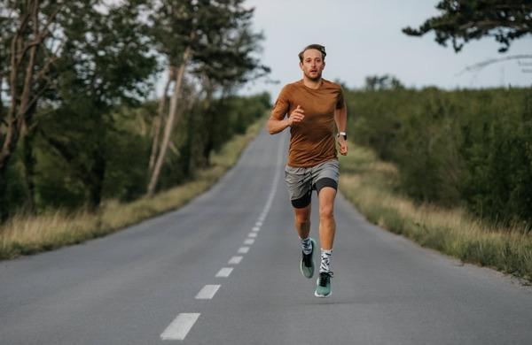 Preveč hitrega teka poveča možnosti za poškodbe zadnjih stegenskih mišic