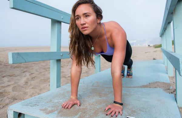 Vadba z lastno težo, ki kombinira vaje za moč in kardio vadbo