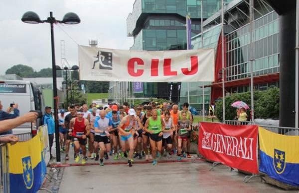 Na 29. Malem maratonu državnosti v Celju dež ni pregnal tekačev