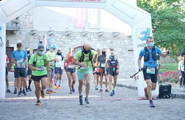 Ribn'ca trail privabil množico tekačev
