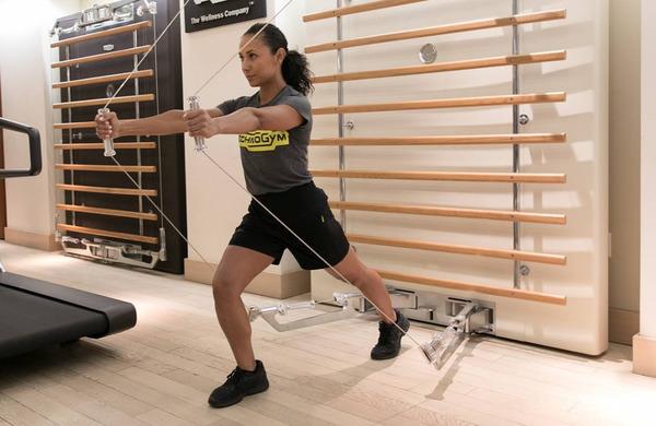 Ali je pomembno, če za trening moči uporabljate proste uteži ali naprave?