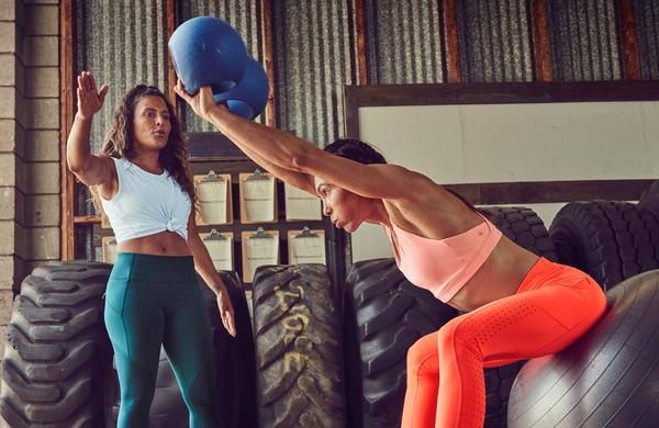 Bi morali dvigovati uteži z večjo težo in manj ponovitvami - ali obratno?